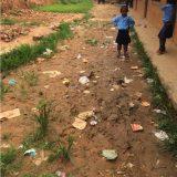 「活動開始」 学校の汚さに驚き、毎朝一人でゴミ拾い。